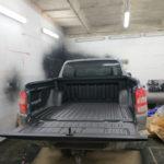 Natrysk polimocznika na pakę samochodu