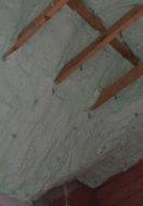Czy można wykonać natrysk pianki PUR bezpośrednio na deskowanie?