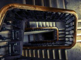 Dlaczego warto wykonać ocieplenie klatki schodowej?